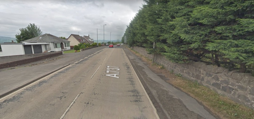 A smash has locked down the A737 at Beith